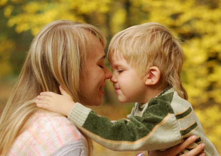 обнимаем детей