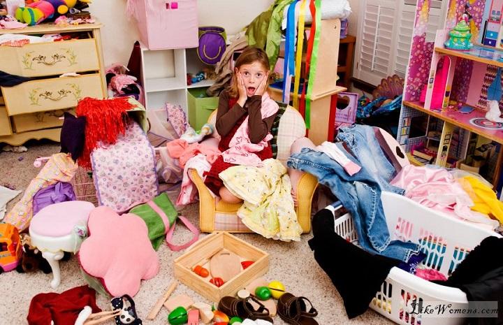 девочка и гардероб