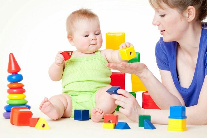 дети и развивающие игрушки до 2 лет