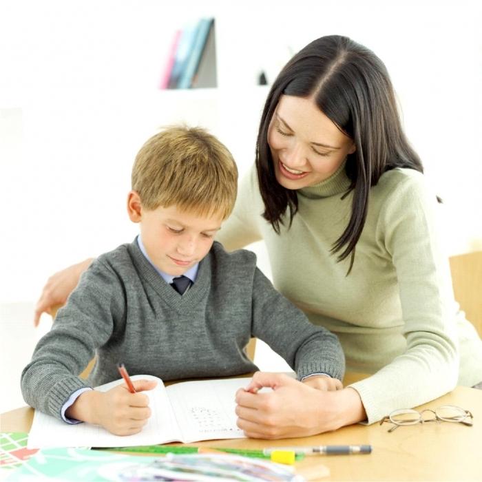 ребенок учится писать