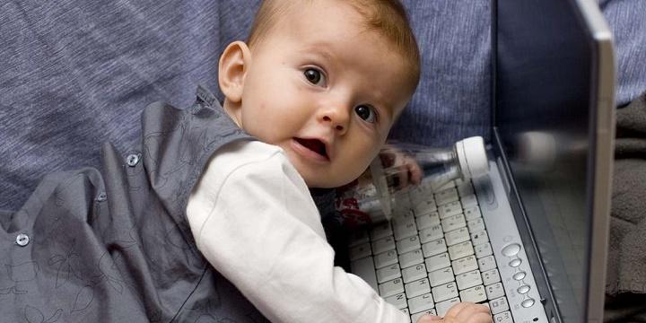 Стоит ли выкладывать фотографии ребёнка в соцсети