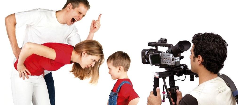 родители ругаются с ребенком