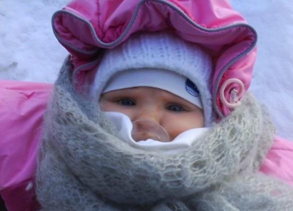 ребенок тепло одет