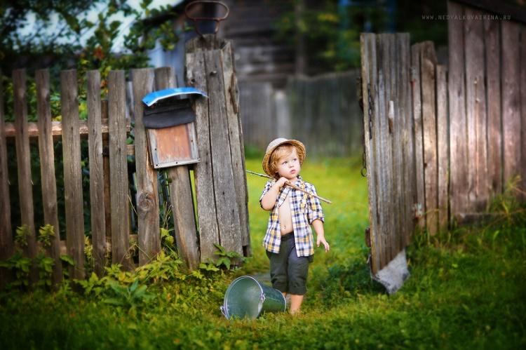 мальчик в деревне