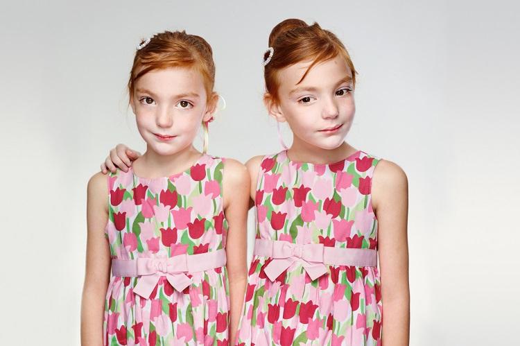 одеть близняшек