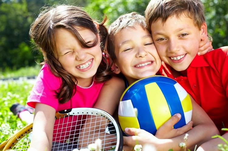 дети и мяч