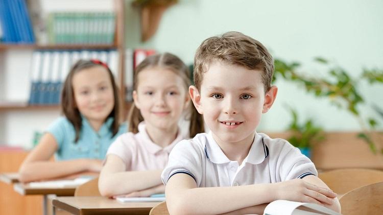 дети в школе за партой