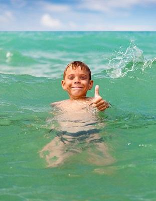 ребенок на воде