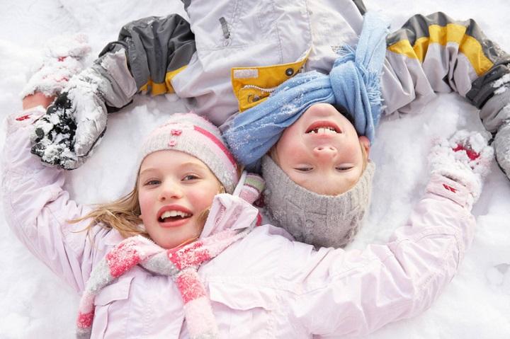 дети в снегу