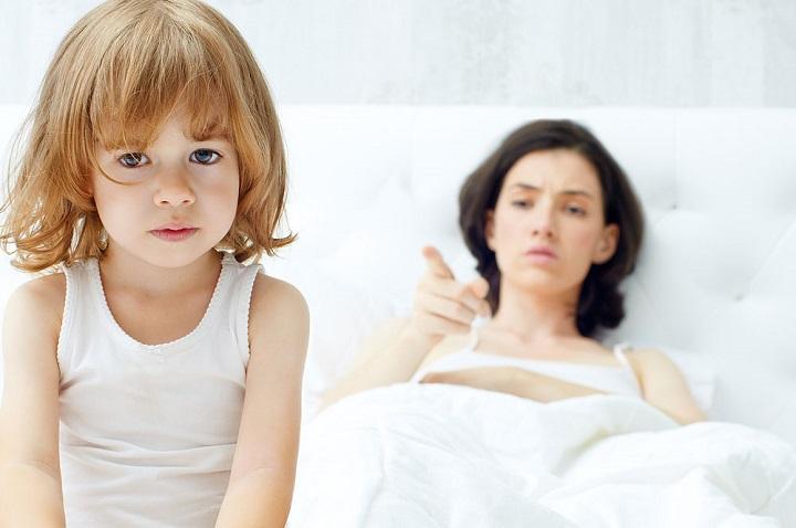 10 вещей, которые родитель ни в коем случае не должен делать при ребенке