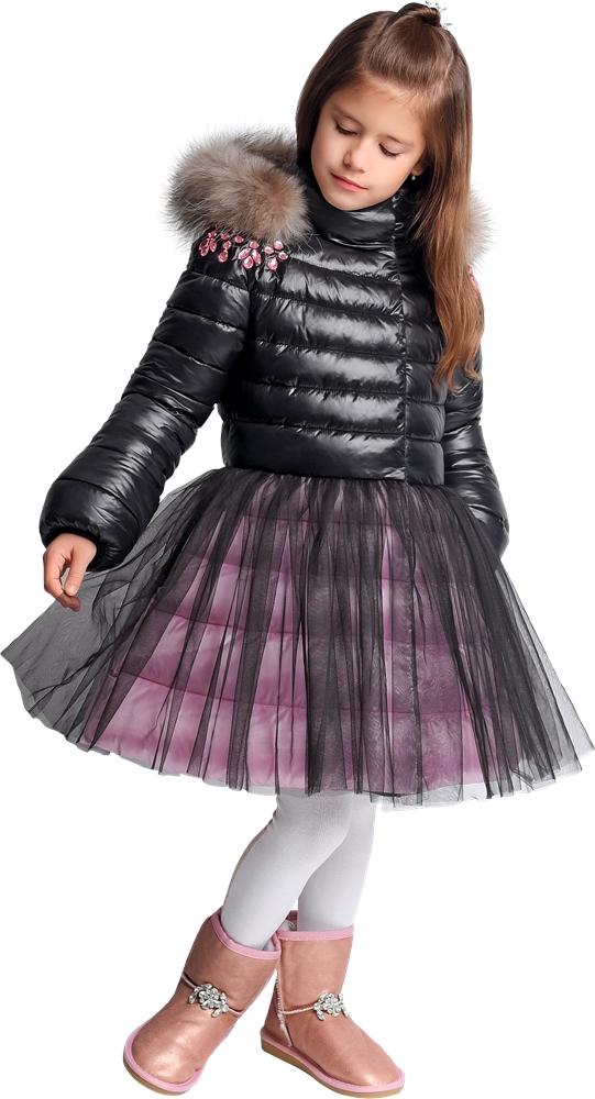 девочка в верхней детской одежде gnk