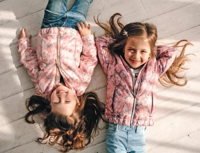 девочки в детских весенних куртках gnk
