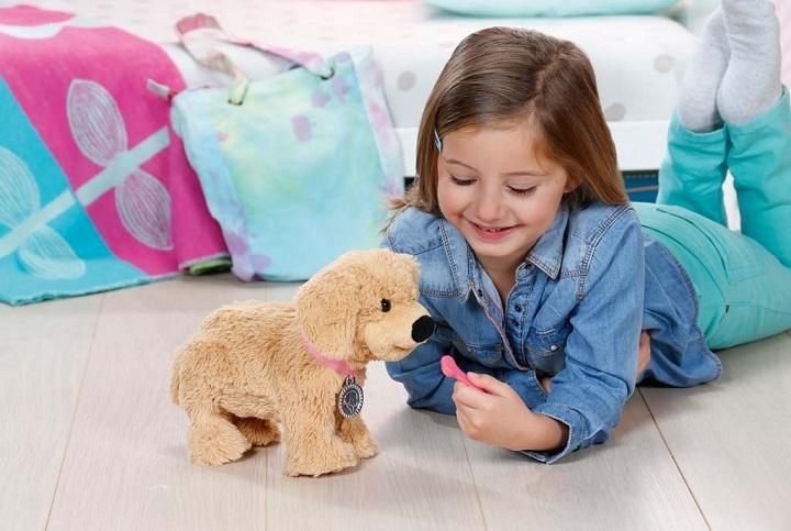 ребенок и интеррактивная собака