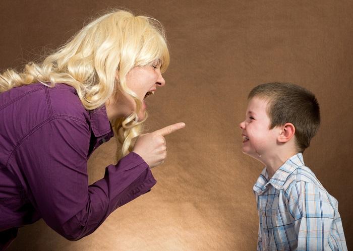 крик на ребенка фото
