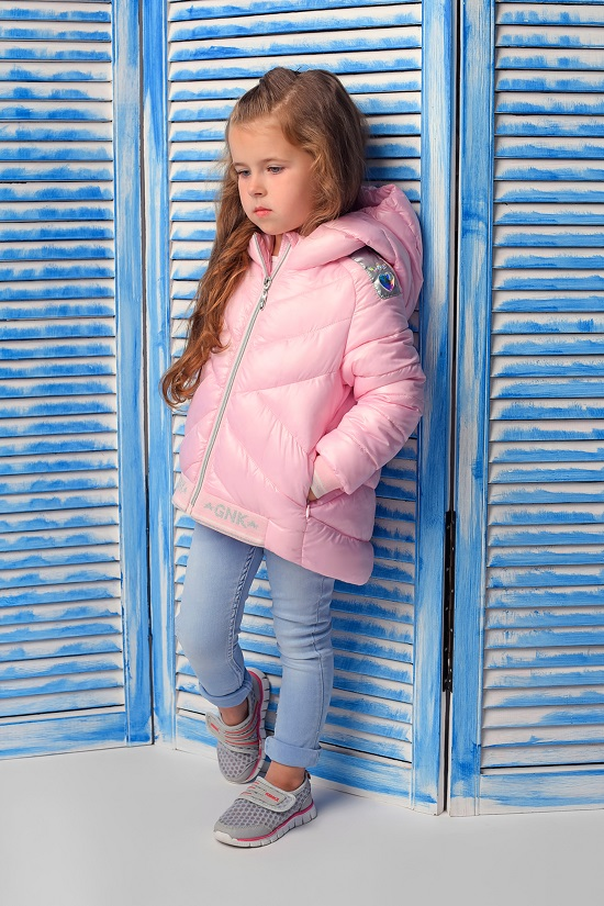 розовая куртка для девочки фото