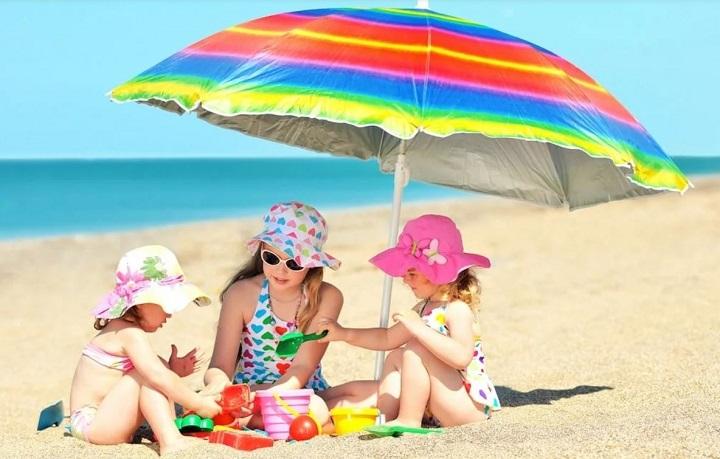 семья на пляже фото