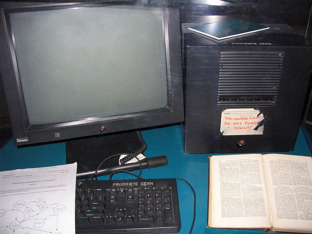 компьютер, на котором создан интернет фото