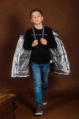 мальчик-подросток в одежде gnk